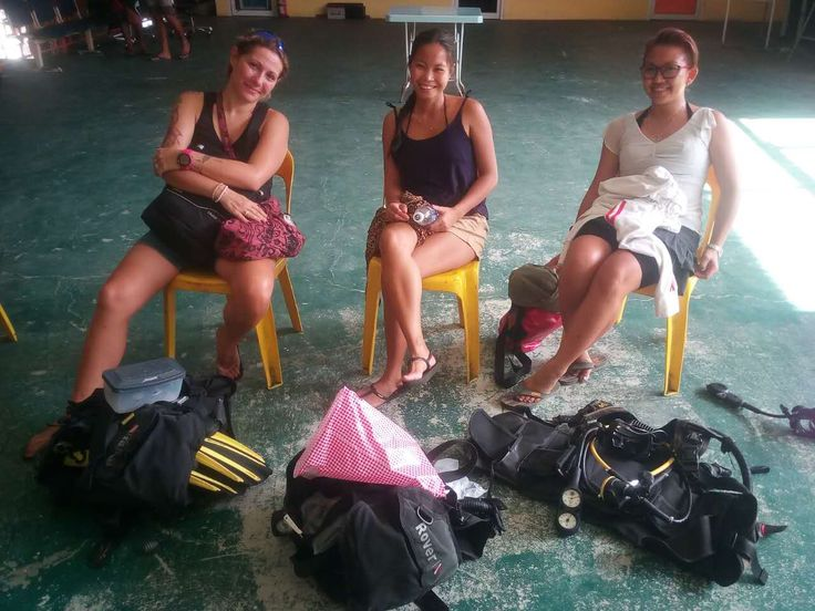 Diving Kota Kinabalu - 3 new scuba divers joining Diverse Borneo's leisure dive trip. All of them are licensed divers