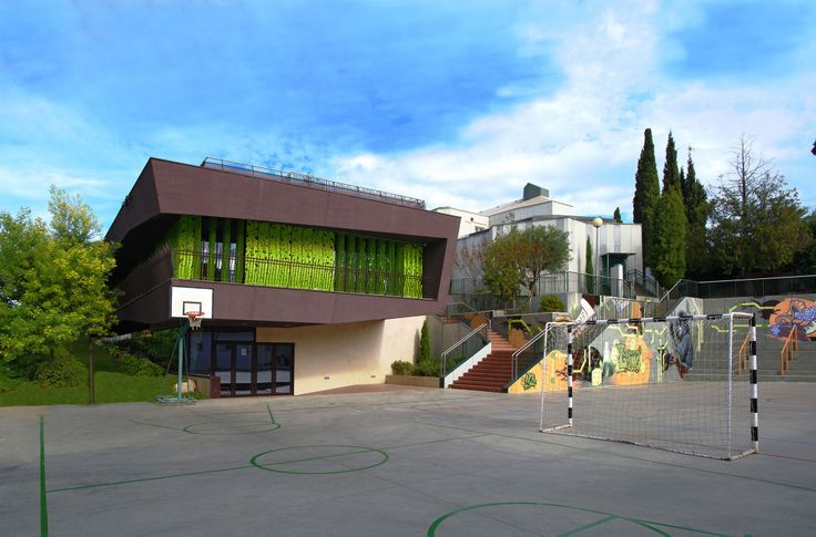 Escola Internacional Bambini Montjuïc, l'excel·lència en educacio / Escuela Internacional Bambini Montjuïc, la excelencia en educación / Bambini Montjuïc International School, excellence in education. TopGirona nº 50