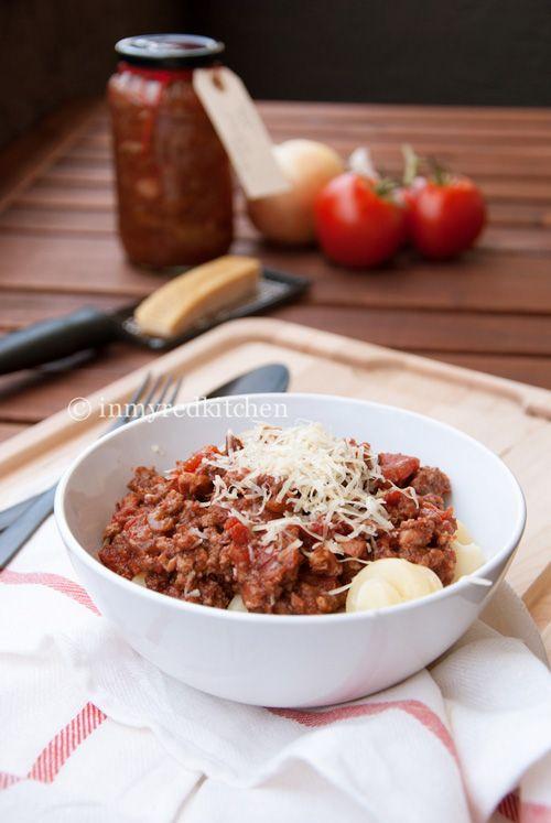 Een pastasaus zonder pakjes, zakjes of potten. Deze pastasaus overtreft alles, een toprecept!