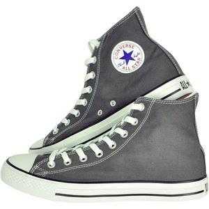 Pentru cei care isi doresc o pereche de adidasi rezistenti Converse le propune o pereche din linia Chuck Taylor, unisex. Flexibili, cu o talpa solida si un interior confortabili pot fi purtati intreaga zi, iar tu ramai fidel stilului tau.