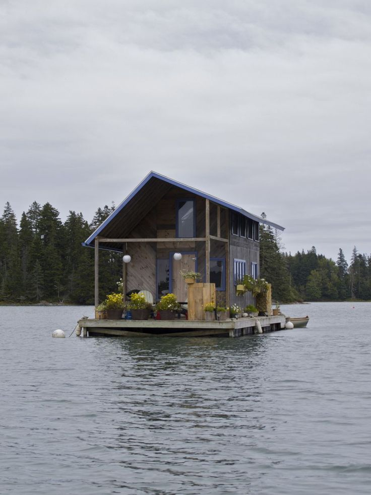 Tiny cabin floating on Perry Creek / The Green Life <3