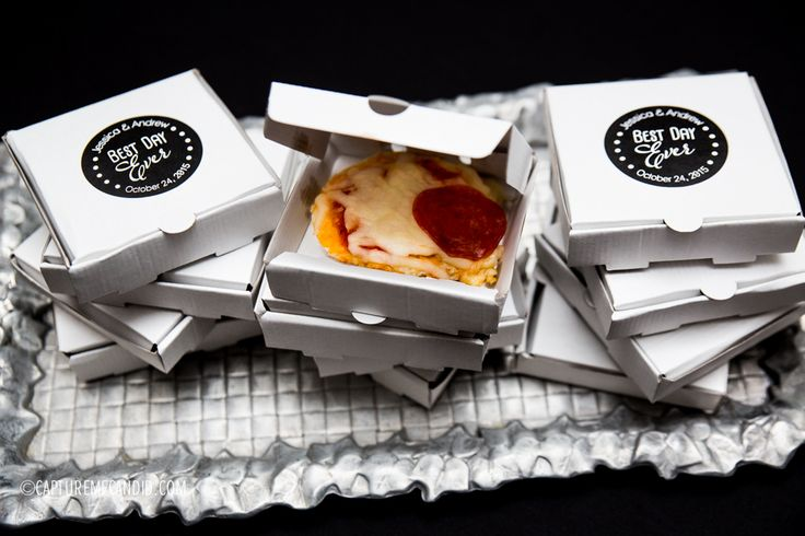Late night wedding snack, mini pizza boxes, Roof with a view,  Charlotte Wedding, Uptown Charlotte Wedding, Black and White Wedding, Photo by Capture Me Candid