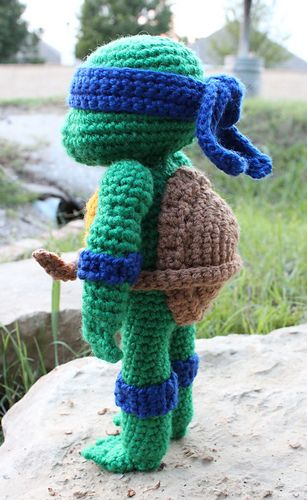"Amigurumi Teenage Mutant Ninja Turtle - Free Crochet Pattern - PDF File click "" download "" or "" free Ravelry download "" here: http://www.ravelry.com/patterns/library/teenage-mutant-ninja-turtle-2 or here: http://nicholesnerdyknots.wordpress.com/tag/amigurumi-2/"