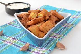 Visszatérő étel nálunk, a gyermekek nagyon szeretik. Finom hozzá a fokhagymás-joghurtos mártogatós.