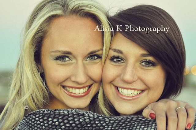 Cute pose idea for friends or sisters.