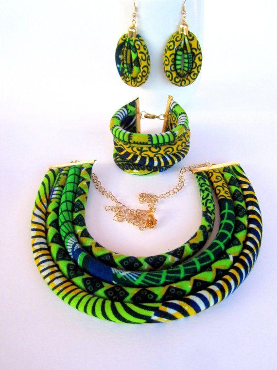 www.cewax.fr aime les bijoux ethno tendance Bijoux ethniques et style tribal. Retrouvez tous les articles sur la mode afro sur le blog de CéWax: cewax.wordpress.com/ Ensemble de bijoux ethnique / bijoux tribaux set / ensemble de bijoux collier/African tissu