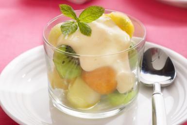 How to Make a Rich Vanilla Custard Sauce for Bread Pudding: Vanilla Sauce on Fruit