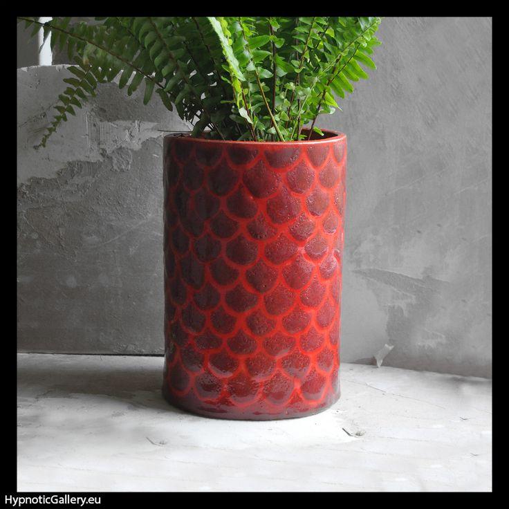 Cylindrical flowerpot holder decorated in fish scales. Cylindryczna osłonka na doniczkę malowana w rybie łuski.