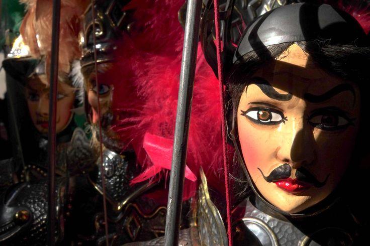 Il pupo siciliano Orlando sotto la luce dei primi raggi del sole - Sicilian puppet Orlando with the first sunlights