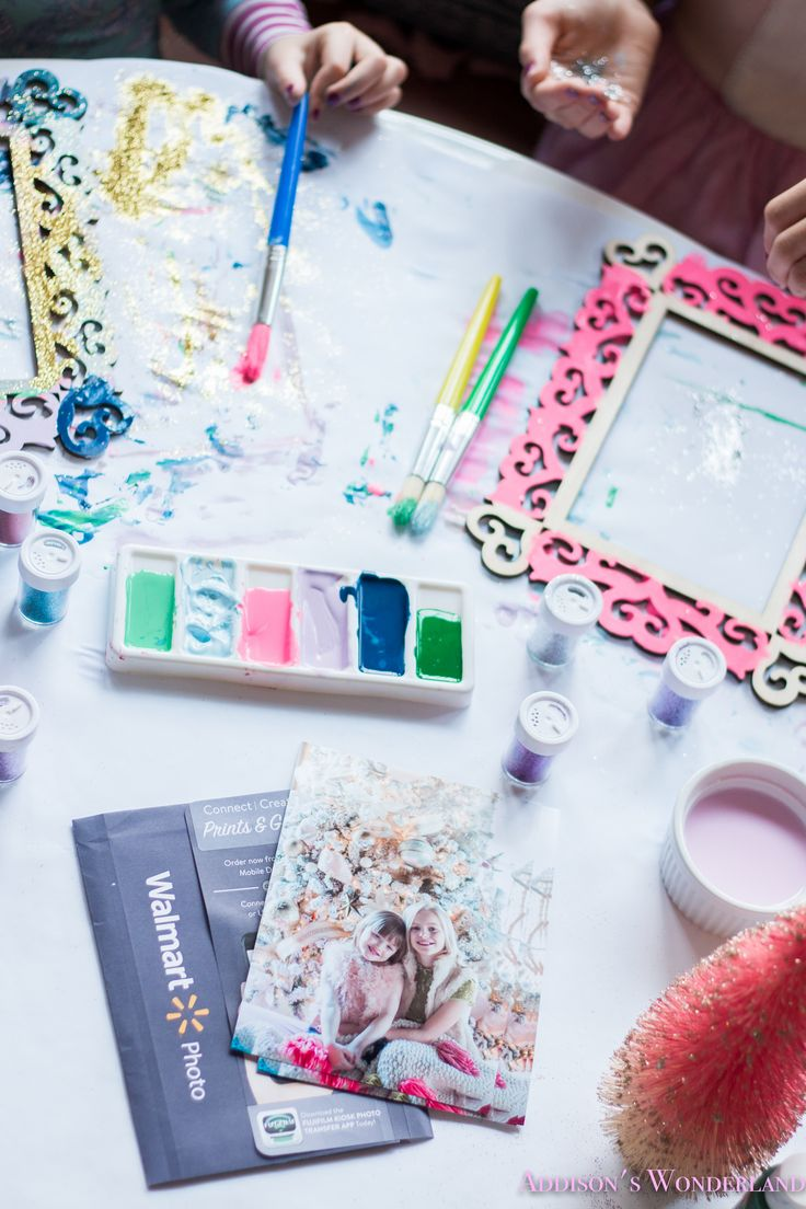 Creative Photo Print Gifting with Wal-Mart... Fun, creative and crafty ideas for incorporating Wal-Mart's high quality photo prints into Christmas gift ideas! Sharing a fun paint and glitter frame craft project perfect for the kiddos! #sponsored