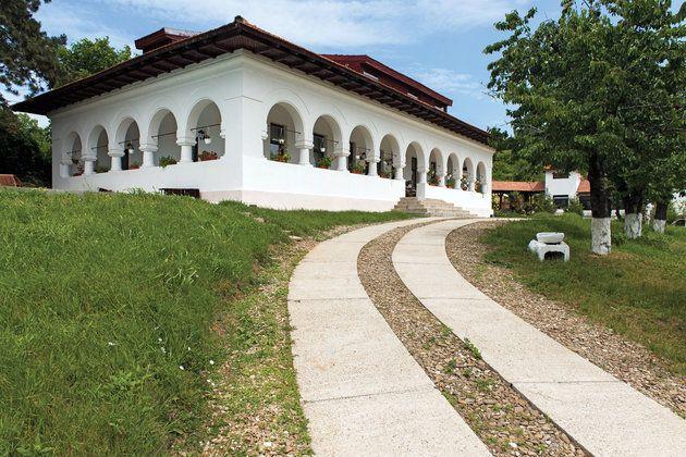 Traditional house / Urlati / Romania - via igloo.ro