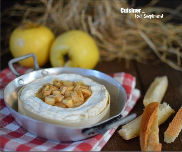 camembert au cidre et aux pommes la recette sur ce blog :  http://www.cuisinertoutsimplement.com/article-camembert-pomme-cidre-au-four-119596170.html