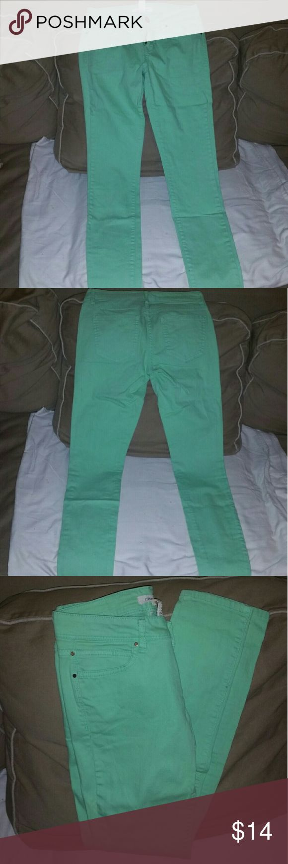 Ladies pants Good condition/ minor spot in the front right leg/ color mint green forever 21 (life in progress) Pants Skinny