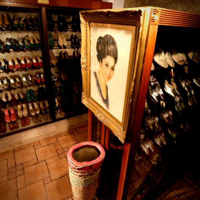 ¿Sabías que la colección de zapatos más grande del mundo, es de Imelda Marcos, teniendo el Record Guiness por 3400 pares?  #datocurioso #imeldamarcos #zapatos #shoes #moda #tendencias #colecciónzapatos #recordguiness