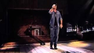Music video by Eros Ramazzotti performing Appunti E Note. (C) 2010 Sony Music Entertainment Netherlands B.V....
