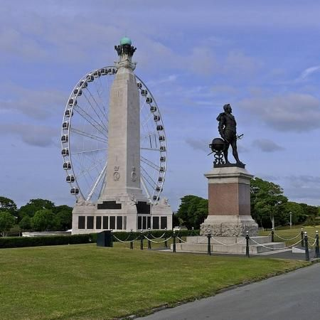 Plymouth Hoe: Plymouth Wheel, Sir Francis Drake, War Memorial
