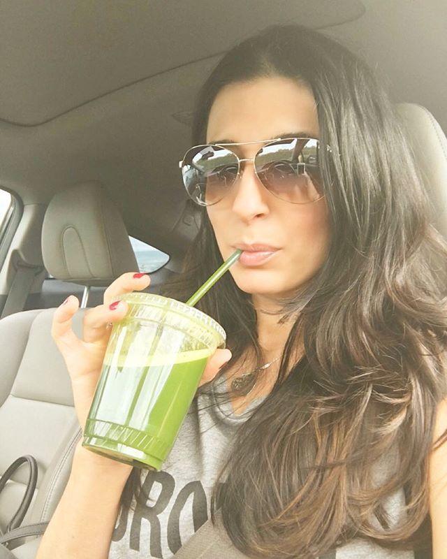 Sunday-Funday with a fresh green juice #freshii  #sundayfunday #nomnomnom #laurajaynefitness #healthy #nutrition #healthyliving #healthyfood #healthychoices #fitness #beachbody #beachbodycoach @freshii