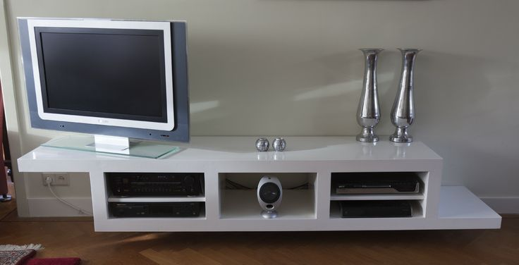 Zwevende Audio en Video kast