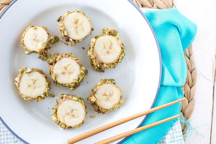 Hoeveelheid: 2 pers Prep Time: 7 minutes Banaan Sushi By Mitch 26 februari 2016 Voor als je eens wat anders wil doen met je banaan. Ook erg leuk om met je kinderen van te snoepen. Amandelpasta is te koop bij de foodiewinkel.  Ingrediënten bananen - 2 Amandelpasta (of andere notenpasta) - 4 el fijngehakte …