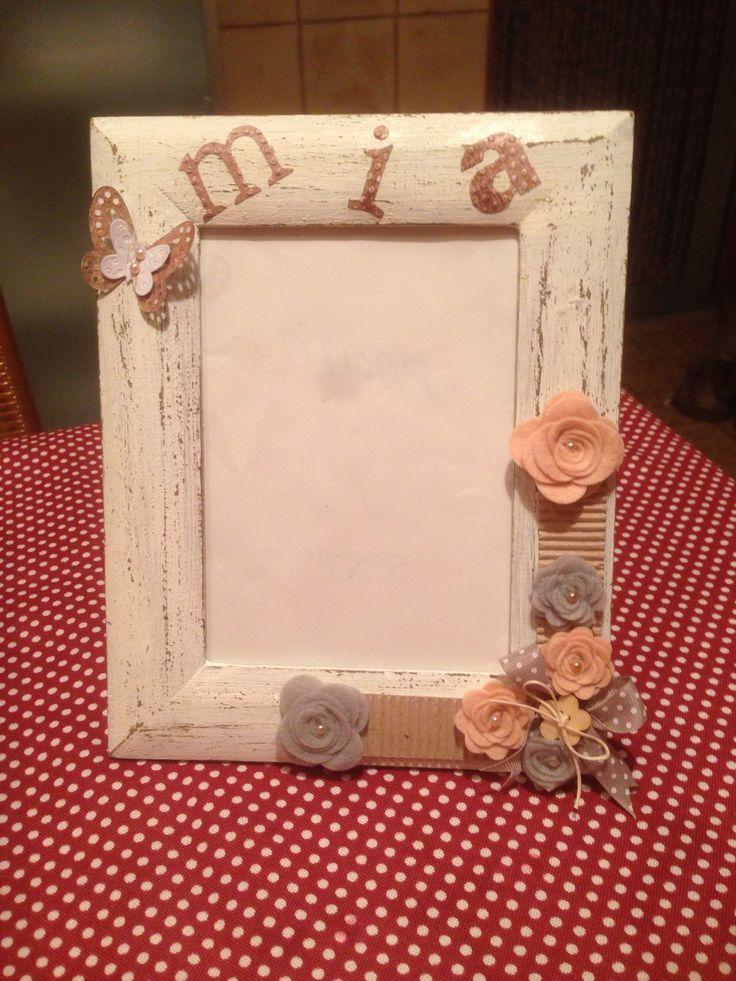 Stile shabby cornice decorata con Roselline ,cartoncino ondulato, è personalizzata.