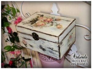 Caseta cu flori vintage, realizata la Atelierul Deco Craft - Shabby Chic si Tehnica servetelului #shabby_chic #ateliere_creatie #servetele_flori_vintage #tehnica_servetelului #servetele_decoupage