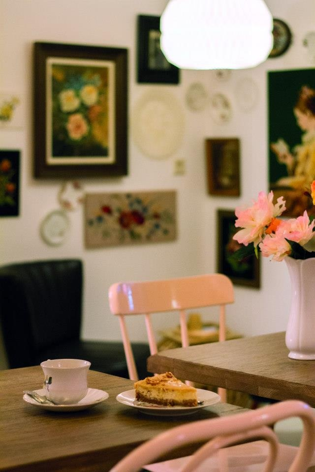 BLOEM | The Hague - love the touches of soft pink; charming without being overly girly