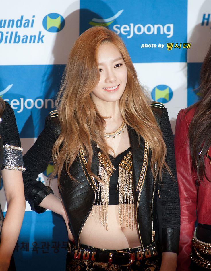 http://okpopgirls.rebzombie.com/wp-content/uploads/2013/05/SNSD-Taeyon-Dream-Concert-25.jpg