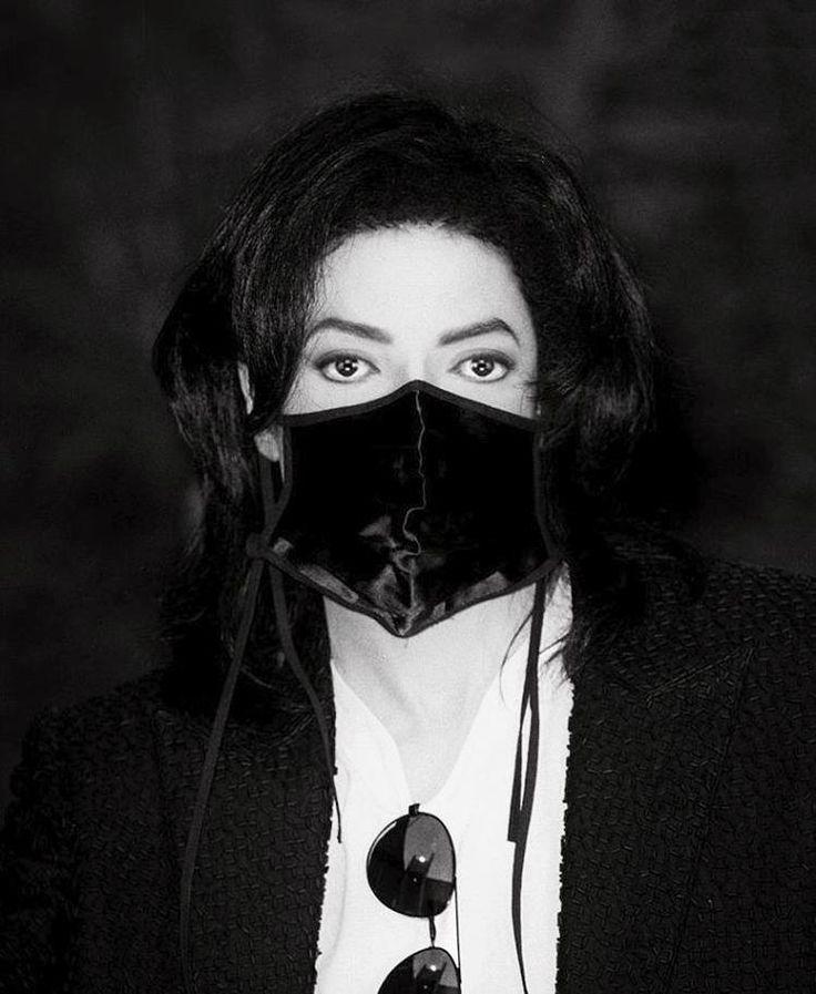 His eyes... oh my God so pure! Michael Jackson - Divinity with Mask ღ @carlamartinsmj