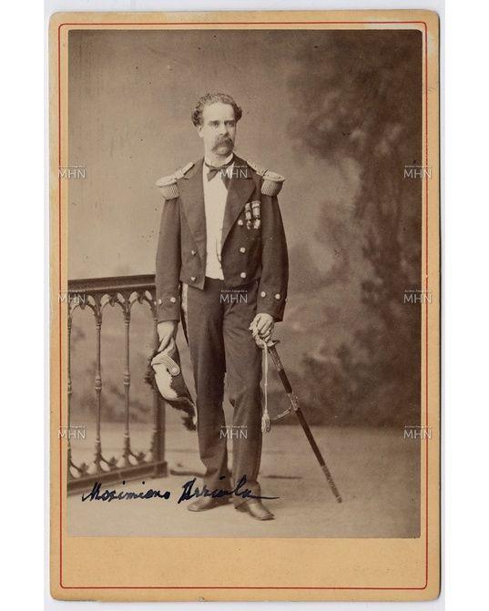 Retrato del Coronel Martiniano Urriola Guzmán, comandante del batallón Navales, peleando en Antofagasta, Pisagua, San Francisco, Tacna, Chorrillos y Miraflores, participa en la Campaña de la Sierra, 1880