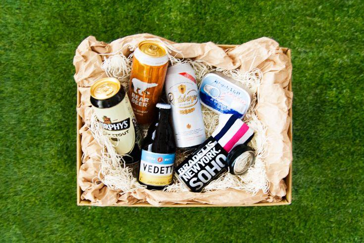 美味しいビール、粋なおつまみ、ちょっとした遊び心。 お酒を楽しむお父さんにぴったりの詰め合わせギフト。 手渡したあとは、ぜひ一緒に晩酌を。 我が子と過ごす時間こそ、何より贅沢な贈り物です  #父の日 #父の日ギフト #プレゼント #お父さん #ギフト #BRADELISNEWYORKSOHO #2330soho #缶パンツ #ボクサーパンツ #遊び心 #間違い探し  #お中元 #ビール #クラフトビール #おつまみ #ビールセット #boxershorts #mensgifts #fathersday #father #gift #mensfashion #giftbox