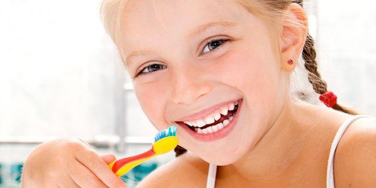 Cea mai buna pasta de dinti pentru copii este cea fara fluor, bazata pe ingrediente naturale, de calitate. Argila, salvia, eucaliptul, gelul de aloe vera, catina si musetelul asigura ingrijirea optima a dintilor si protectia giingilor, prevenind aparitia cariilor. http://boxi.ro/a249