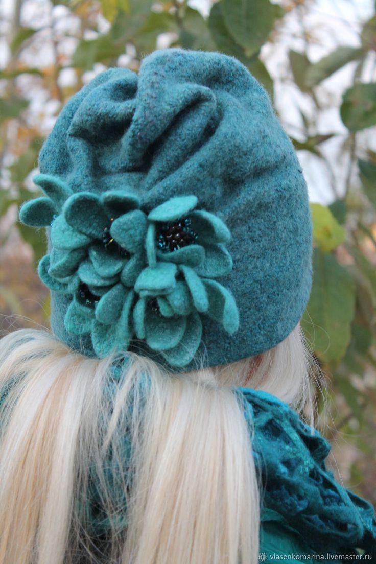 Купить Комплект валяный С бирюзовыми цветами шапочка и варежки в интернет магазине на Ярмарке Мастеров