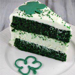 St. Patty's Day Green Velvet Cheesecake Cake << I'm pinning this because of a certain Irishman.<<that, and it sounds stinkin awesome