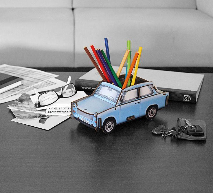 Der Klassiker Trabant P601 geht auf Ihrem Schreibtisch auf große Fahrt - und bietet Platz für jede Menge Stifte und Co,! http://www.werkhaus.de/shop/product_info.php?info=p4177_trabant-601--kristallblau----stiftebox.html