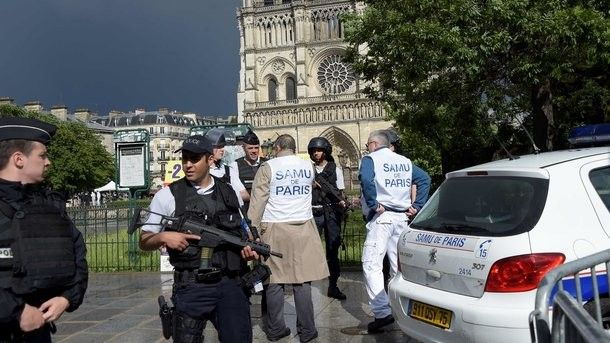 The man who has attacked the police officer in the center of Paris shouted that revenges for events in Syria