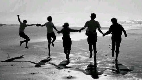 Sahabat adalah seseorang yang selalu berkata benar namun tidak pernah membenarkan kata-kata. Ia juga adalah sosok yang akan selalu setia menemani dalam suka maupun duka.