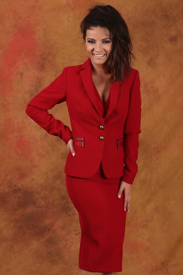 Enjoy your work, dress with style! #fall17 #red #workwear #office #women #fashion #style #beauty #yokko #madeinromania