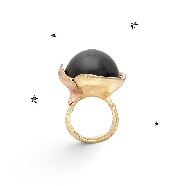 Handcrafted Lotus ring captured from the side #greymoonstone #lotuscollection #olelynggaardcopenhagen #olelynggaard #charlottelynggaard @charlottelynggaard_dk