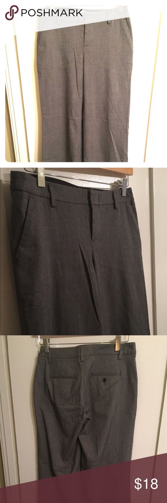 Womens Gap Wide Leg Trouser size 0r stretch Gently used gap women's wide leg trousers. These have no signs of wear and look the same as the day they came back from the store. 65% polyester, 33% viscose 2% Lycra spandex. GAP Pants Wide Leg