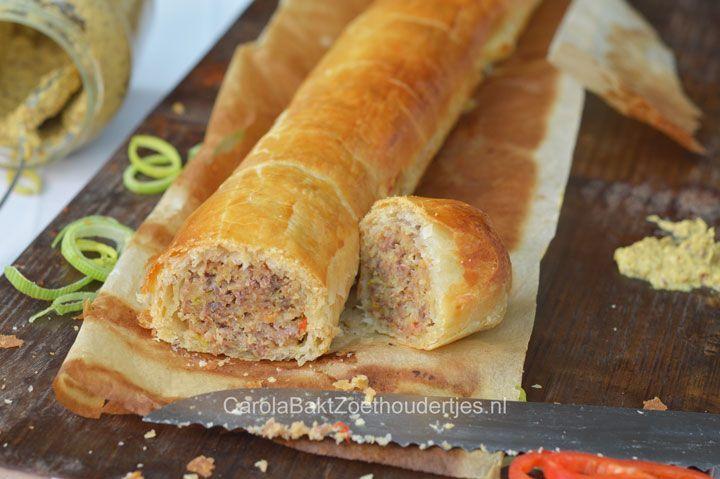 Deze saucijzenstaaf of gehaktstaaf is extra lekker door het gebruik van kwalitatief bladerdeeg en goed gekruid vlees. Daar wordt iedereen blij van!
