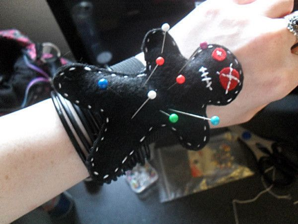 Voodoo Doll Pin Cushion  •  Make a wrist pin cushions in under 90 minutes