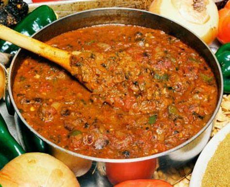 Fără carne azi! Tocăniţă de ardei gras cu ciuperci pun pe masă familiei, după rețeta simplă de la mama: INGREDIENTE 250 g ardei gras 2 gogoşari 250 g ceapă 3-4