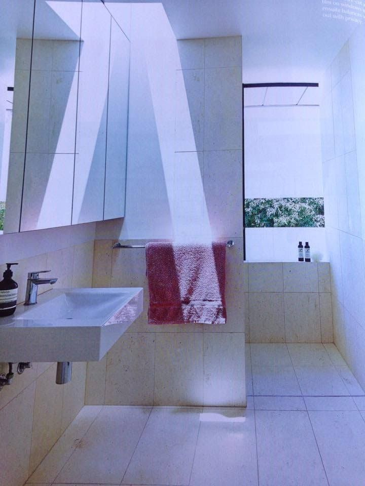 Wall mounted basin / full width mirrored cabinet