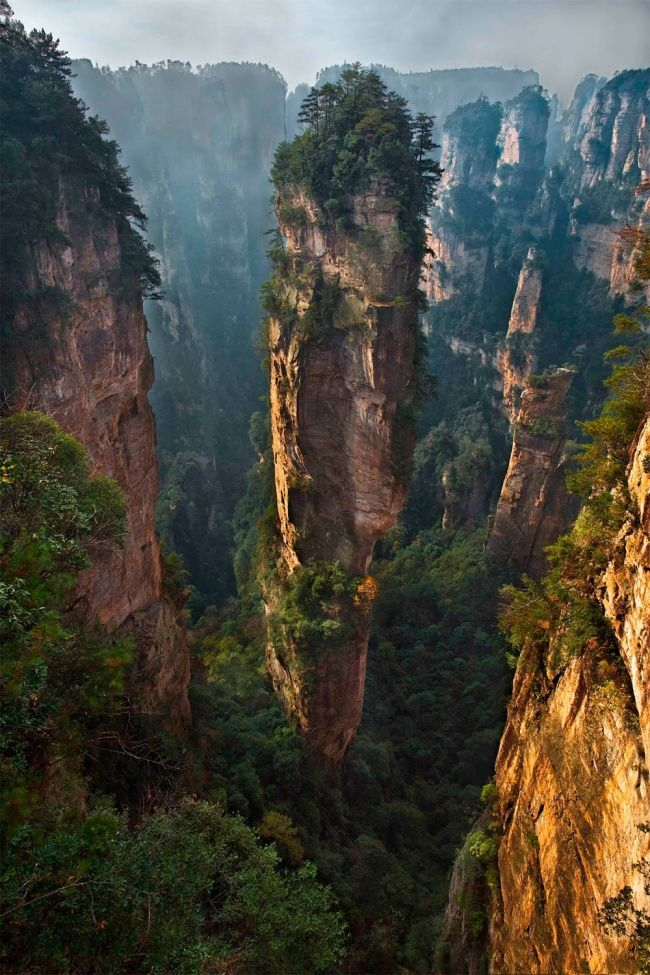 Le parc national Zhangjiajie en Chine. Toutes les esquisses pour les paysages de Pandora dans le film Avatar ont été créées ici. photos-incroyables-13
