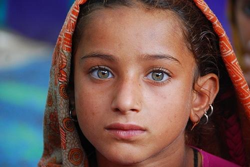 Girl in Pakistan  ... Green eyes!!