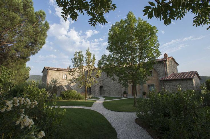 Beautiful borgo in Tuscany, for a country-chic wedding in Italy.