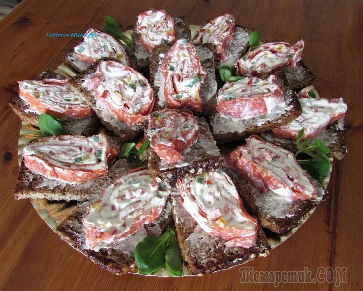 Очень вкусная закуска с колбасой салями и мягким сыром Филадельфия