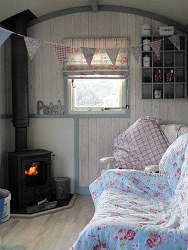 awesome Shepherds Hut Interior Plans for Holidays: 99 Ideas You Should Try http://dc-4a4a9043d78d.99architecture.com/2017/02/13/shepherds-hut-interior-plans-for-holidays-99-ideas-you-should-try/