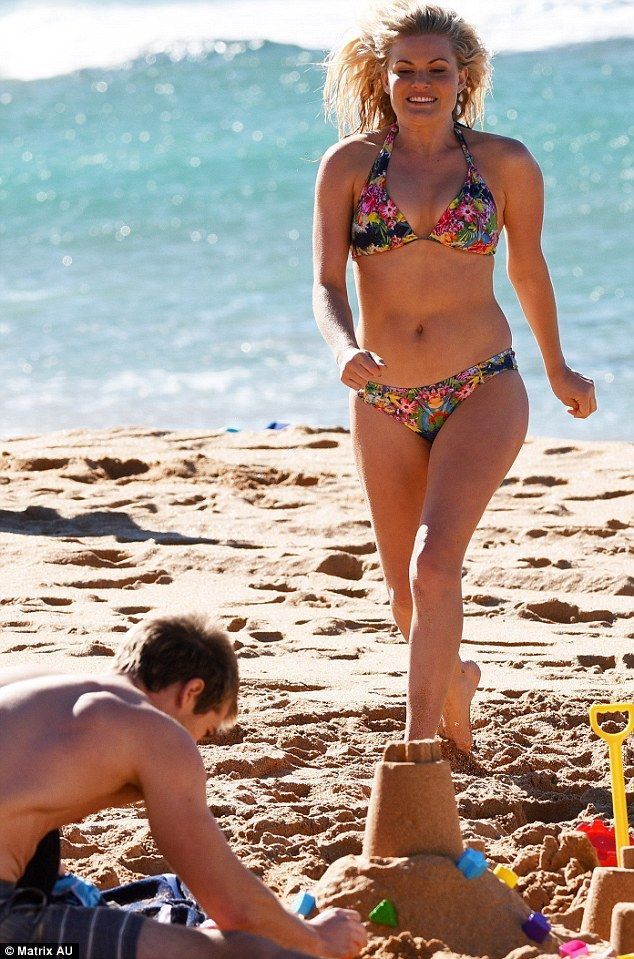 Bond girl moment! Home And Away star Bonnie Sveen showed she has curves in all the right places when she flaunted her bikini body on the famous set of Palm Beach