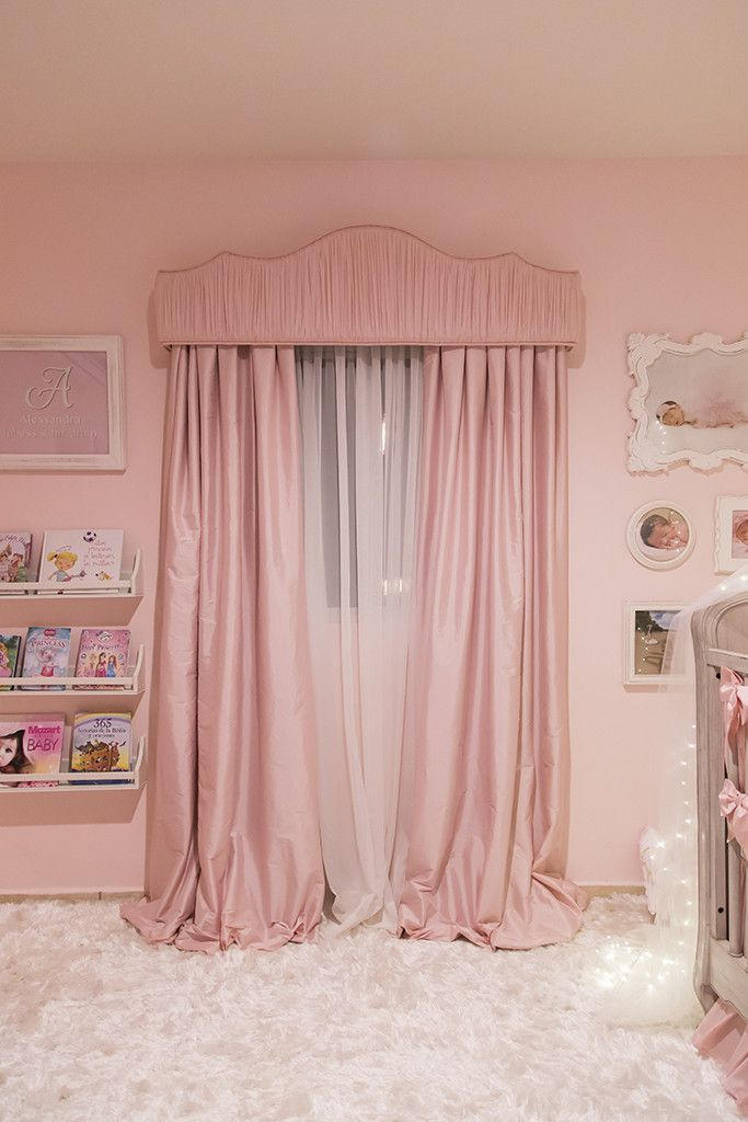 A classic and elegant ballerina princess nursery featuring a canopy bed  crown with starry string lights. Best 25  Ballerina room ideas on Pinterest   Ballet room  Dance